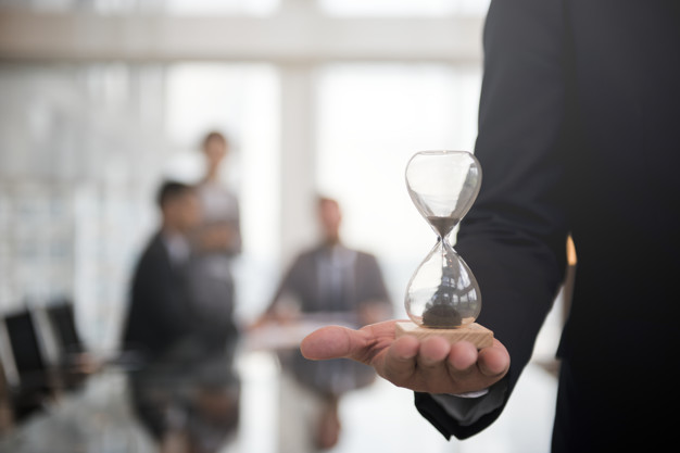 kannattaako-palkanlaskenta-ulkoistaa-palkanlaskenta-palkanlaskija